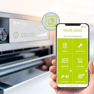 Smartphone liest NFC-Tag an Gerät aus